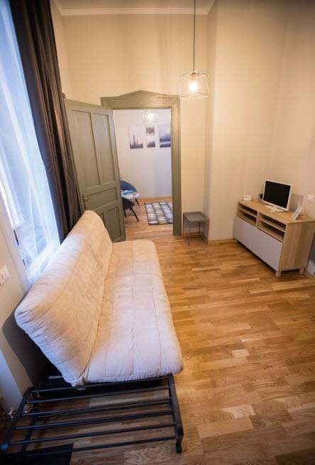 mathe apartments 8.13